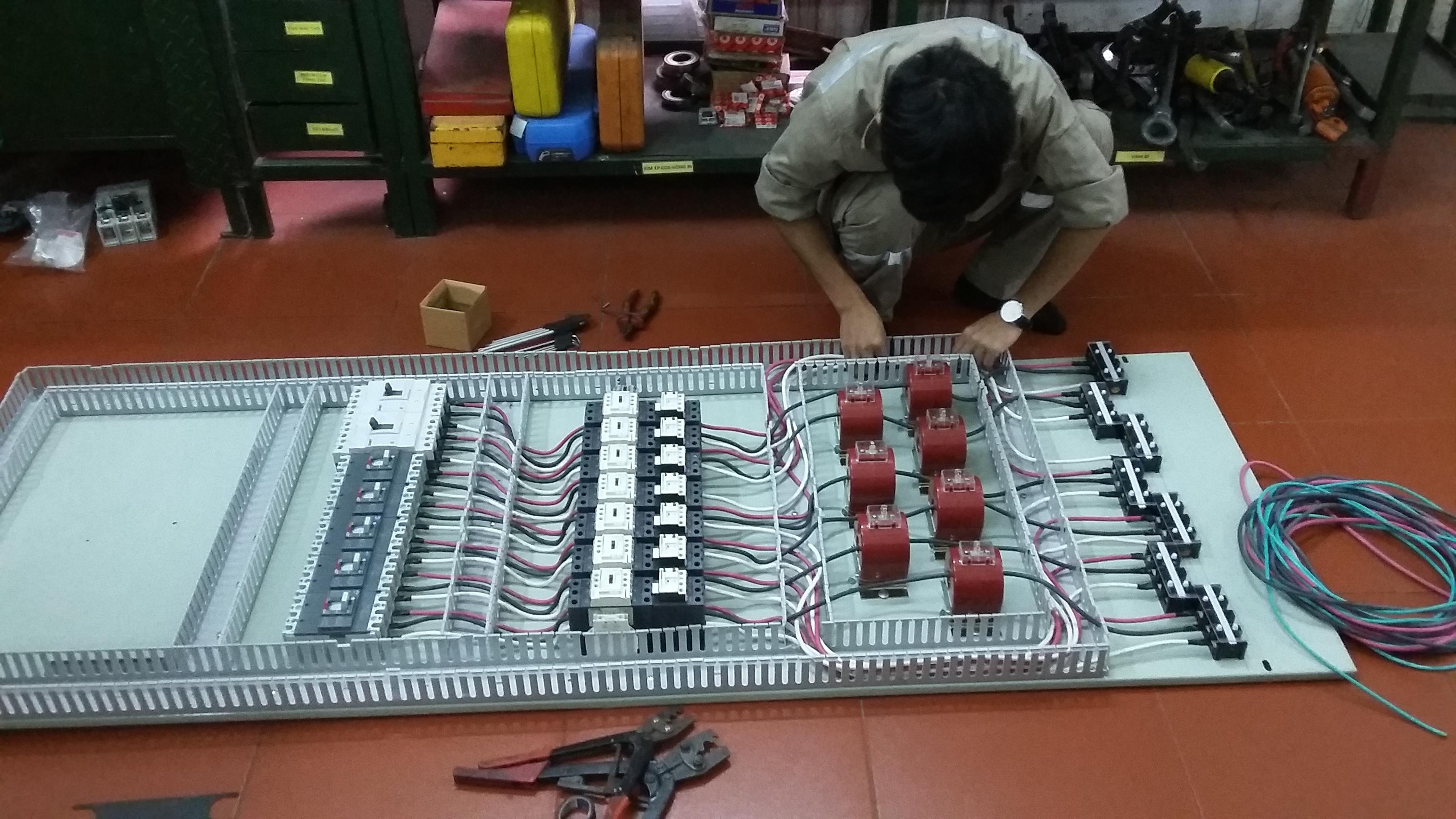 Thi công lắp đặt tủ điện